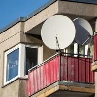 Balkon mit Satellitenschüssel