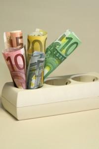Strom sparen im Haushalt Bild: © istock.com/diephosi