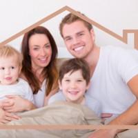 Familie mit Haus