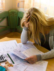 Wegen Schulden verzweifelte Frau