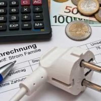 Stromrechnung, Taschenrechner, Stromkabel