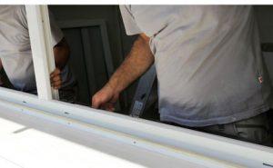 Fensterbauer beim Fenstereinbau
