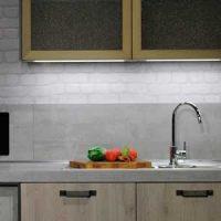 Küchenzeile mit Rückwand
