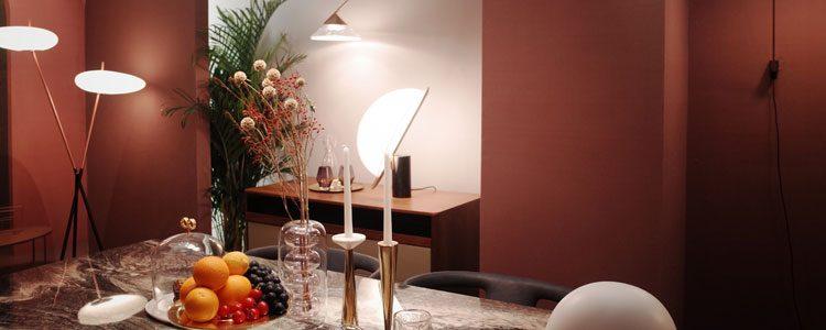 Wohnzimmer mit Lampen