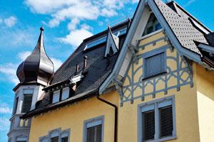Altes Haus mit Turm